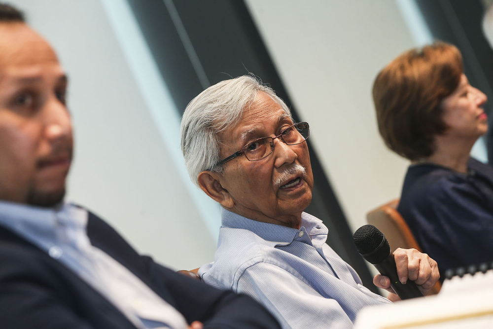 Tun Daim Zainuddin today said that the Council of Eminent Persons has fulfilled its task and is no longer necessary. — Picture by Hari Anggara