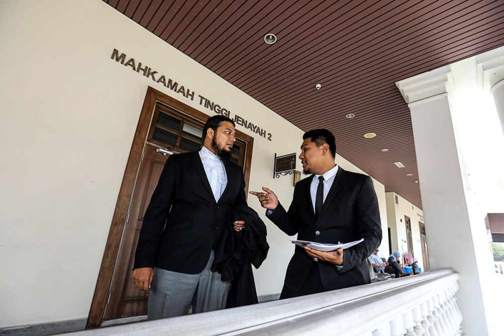 Lawyer Muhammad Rafique Rashid Ali however argued instead that the Cabinet would automatically be dissolved whenever a prime minister in Malaysia steps down regardless of the prime minister's reasons for doing so, citing the Federal Constitution's Article 43(4). — Picture by Sayuti Zainudin