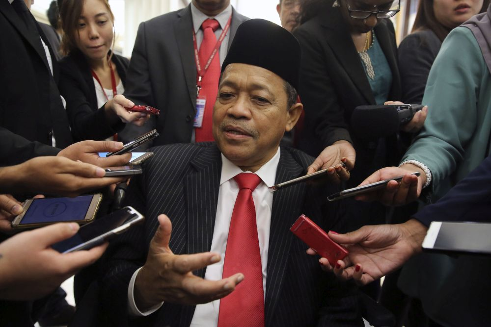 Datuk Seri Dr Shahidan Kassim is required to present himself at the Sessions Court here this Monday to face charges believed to be related to a molest case involving an underage girl. — Picture by Yusof Mat Isa