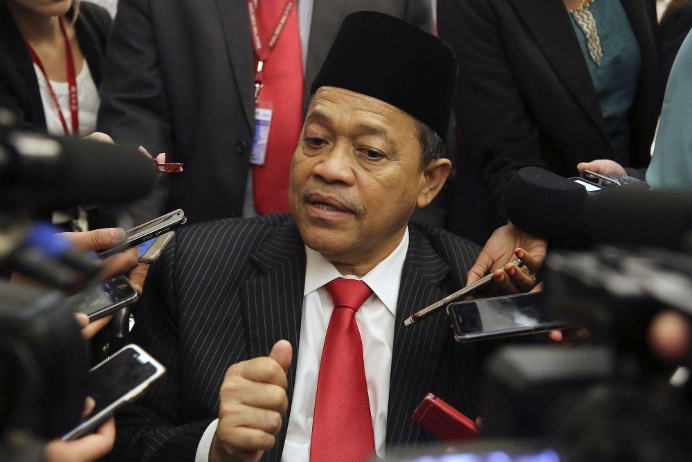 Datuk Seri Shahidan Kassim speaks to reporters at Parliament in Kuala Lumpur August 8, 2018. — Picture by Yusof Mat Isa