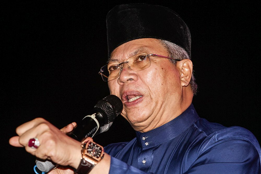 Umno secretary-general Tan Sri Annuar Musa has cautioned against a report today claiming that Datuk Seri Hishammuddin Hussein is being investigated by the party's disciplinary board. — Picture by Miera Zulyana