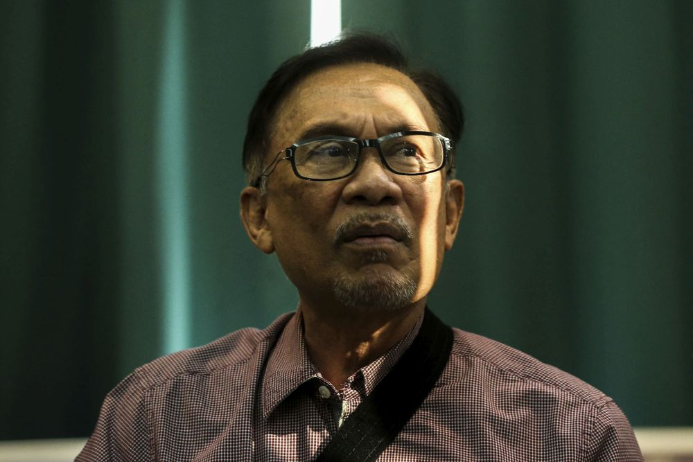 Anwar dismissed talks of collaboration between PKR and Umno. — Picture by Hari Anggara