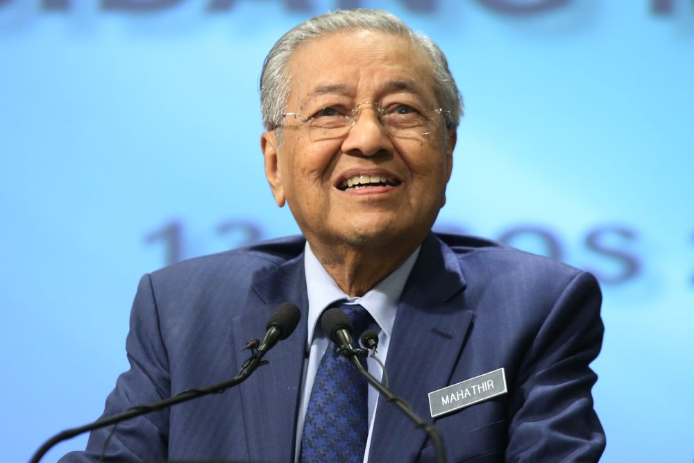 Prime Minister Tun Dr Mahathir Mohamad told Malaysian businessmen assembled in Beijing that simply winning over the prime minister was no longer any guarantee that their pitch will come to fruition. — Picture by Azinuddin Ghazali