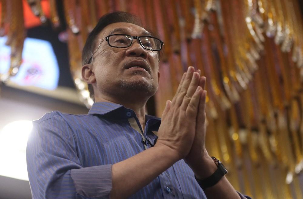 Datuk Seri Anwar Ibrahim speaks during the 'Meet Anwar' dialogue in Kuala Lumpur September 16, 2018. — Picture by Razak Ghazali