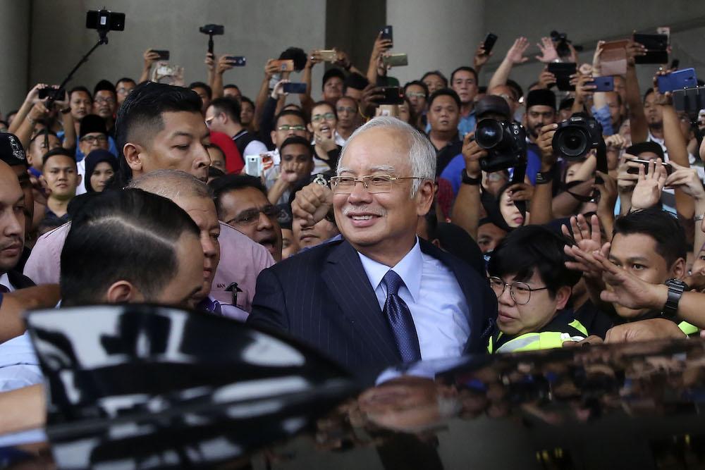 Former prime minister Datuk Seri Najib Razak smiles as he leaves the Kuala Lumpur Court Complex September 20, 2018. — Picture by Yusof Mat Isa