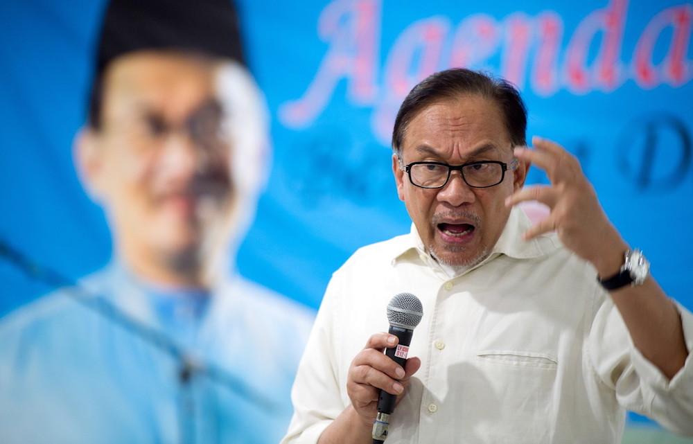 Datuk Seri Anwar Ibrahim speaks at a 'New Malaysia Agenda' gathering in Kota Baru September 26, 2018. — Bernama pic