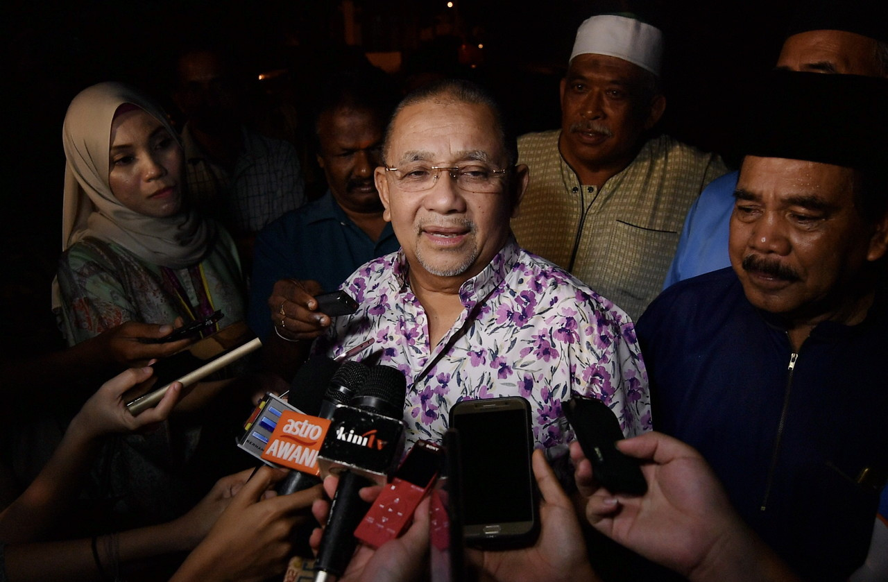 Tan Sri Mohd Isa Abdul Samad had opted to contest in the Port Dickson Parliamentary by-election as an independent candidate. — Bernama pic