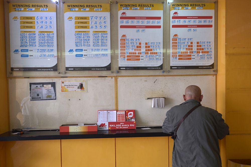 Magnum said that the winner won the lottery with the winning numbers 3371, which bagged the third prize, and 7452, which earned him a special prize. — Picture by Mukhriz Hazim