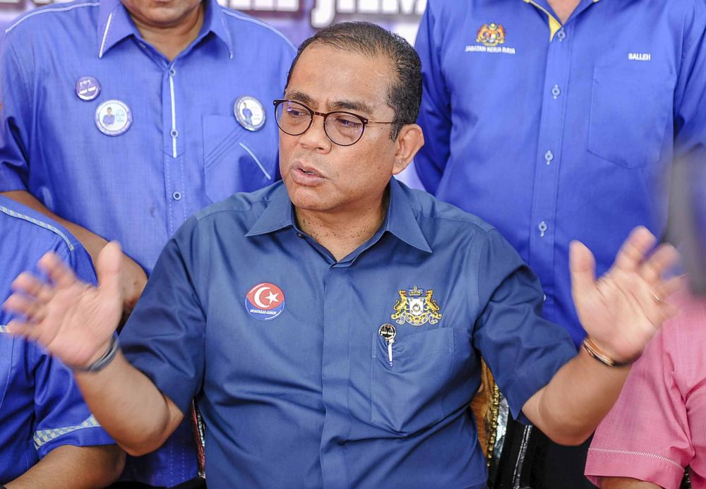 Umno vice-president Datuk Seri Khaled Nordin said that the government's response to the devastating Covid-19 fallout so far lacks urgency. ― Picture by Firdaus Latif