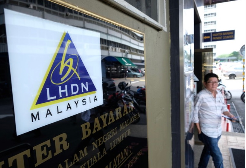 In a statement today, LHDN said the fake letter, with a LHDN officer's forged signature, contains victims' personal information including banking details and the tax arrears that need to be settled. ― Bernama pic