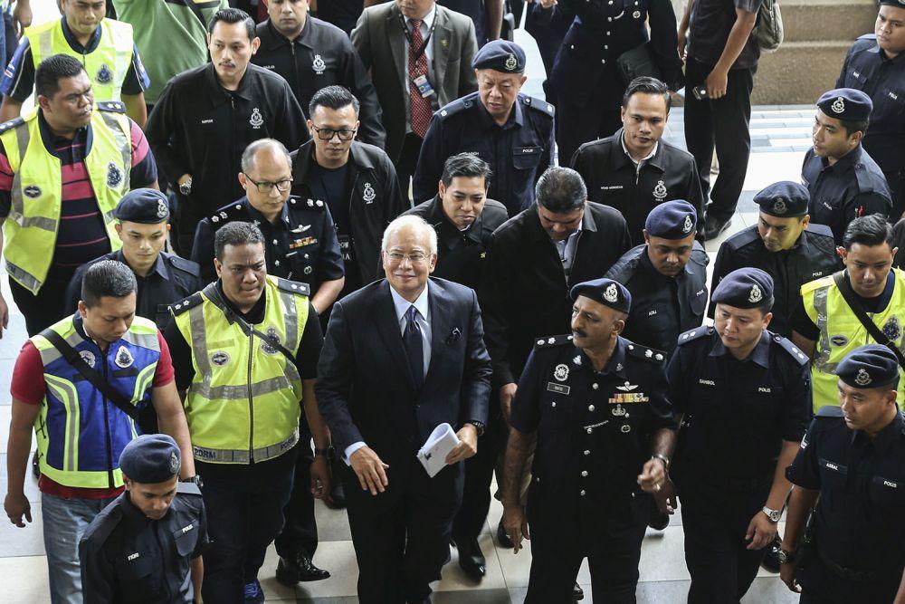 Former prime minister Datuk Seri Najib Razak arrives at the KL High Court September 20, 2018. — Picture by Hari Anggara