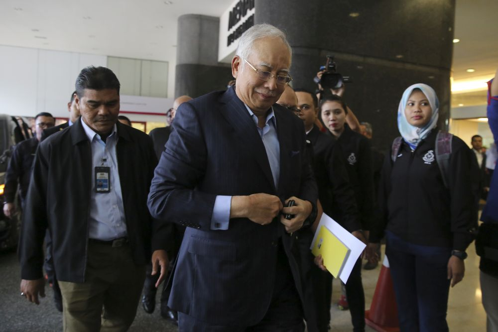 Former prime minister Datuk Seri Najib Tun Razak arrives at the Bukit Aman Commercial Crime Department in Kuala Lumpur September 20, 2018. — Picture by Yusof Mat Isa