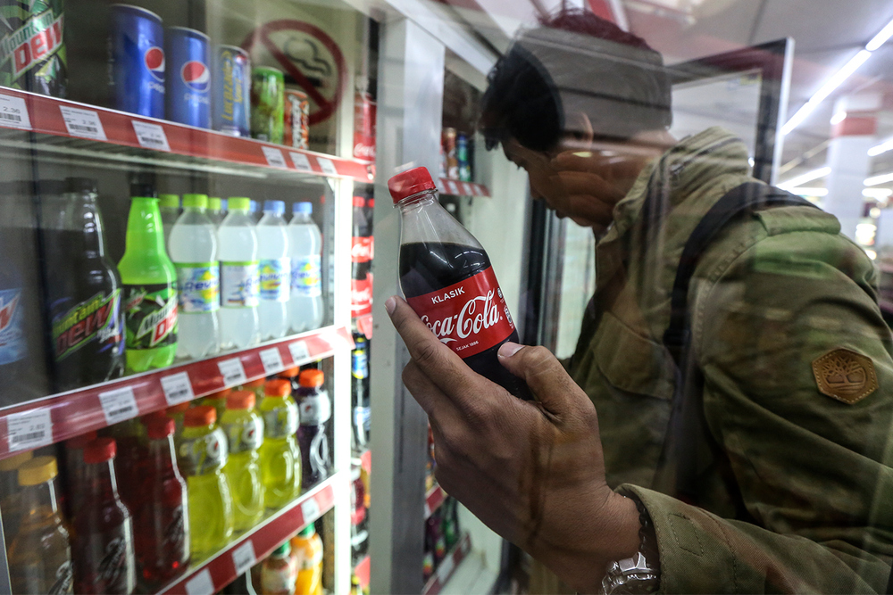 59 per cent out of the 1,022 respondents said they would cut back on soft drinks while 13 per cent said they would stop drinking sugary beverages altogether. — Picture by Azneal Ishak
