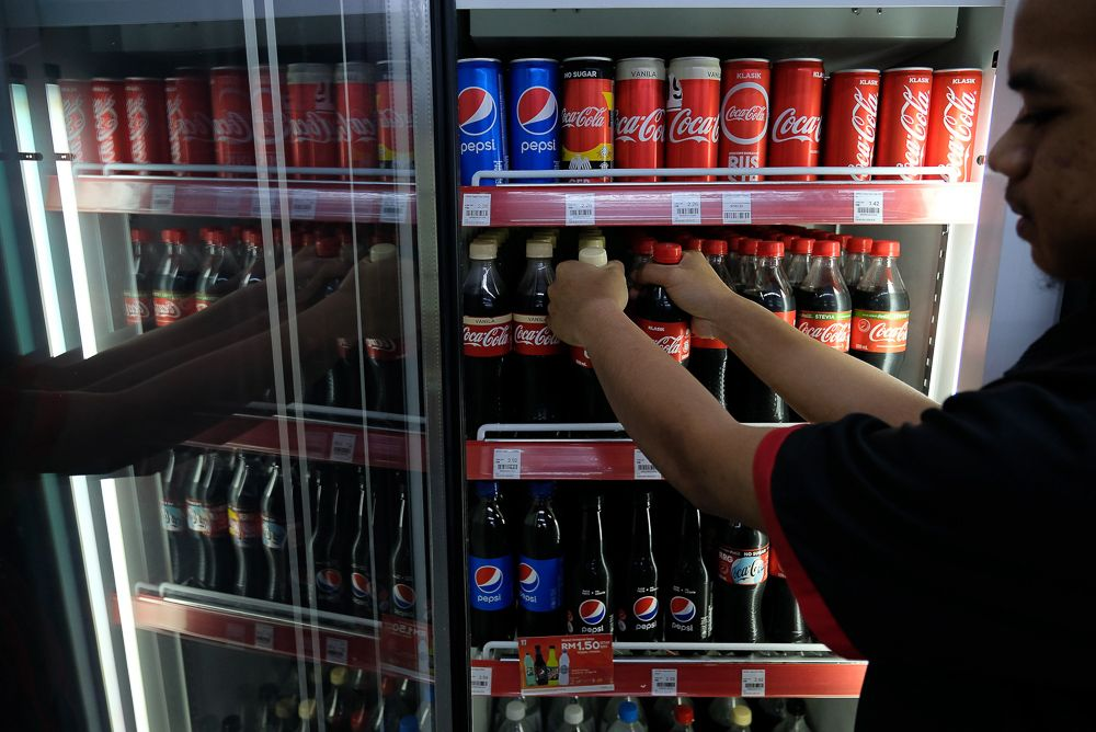 How does Malaysia compare against its neighbours when it comes to the idea of taxing soda? ― Bernama pic