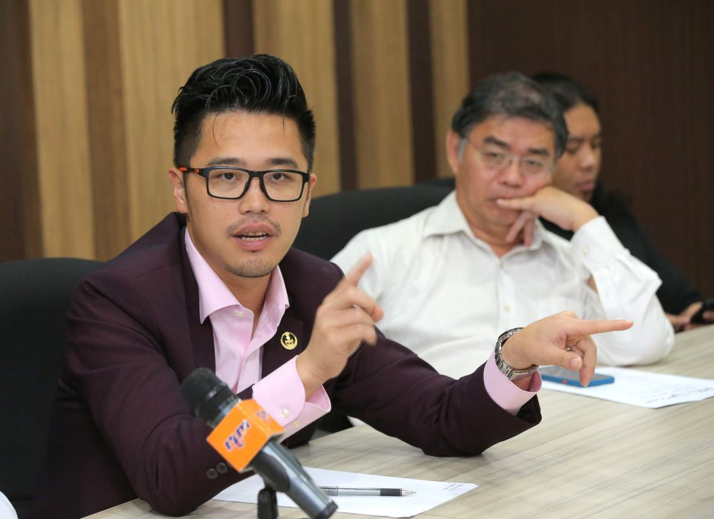 Lee (left) said the contractors would be referred to the PAC because the projects involved the state's procurement mechanism. — Picture by Marcus Pheong