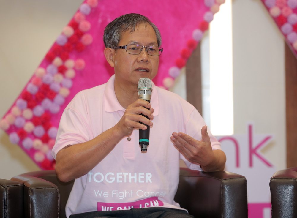 Deputy Health Minister Dr Lee Boon Chye delivering his speech at the launching of 'Pink In Health; We Can I Can Initiative' at Aeon Klebang, Ipoh. — Picture by Farhan Najib