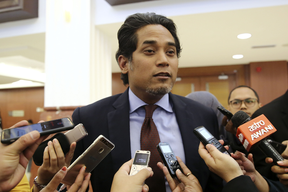 Rembau MP Khairy Jamaluddin speaks to reporters in Parliament, Kuala Lumpur October 23, 2018. — Picture by Yusof Mat Isa