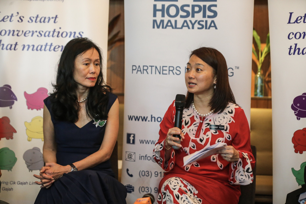 Deputy Minister of Women, Family and Community Development Hannah Yeoh (right) together with Hospis Malaysia Chairman Datin Kathleen Chew (left) at the launch of the Speak Up event in Kuala Lumpur October 1, 2018. — Picture by Hari Anggara