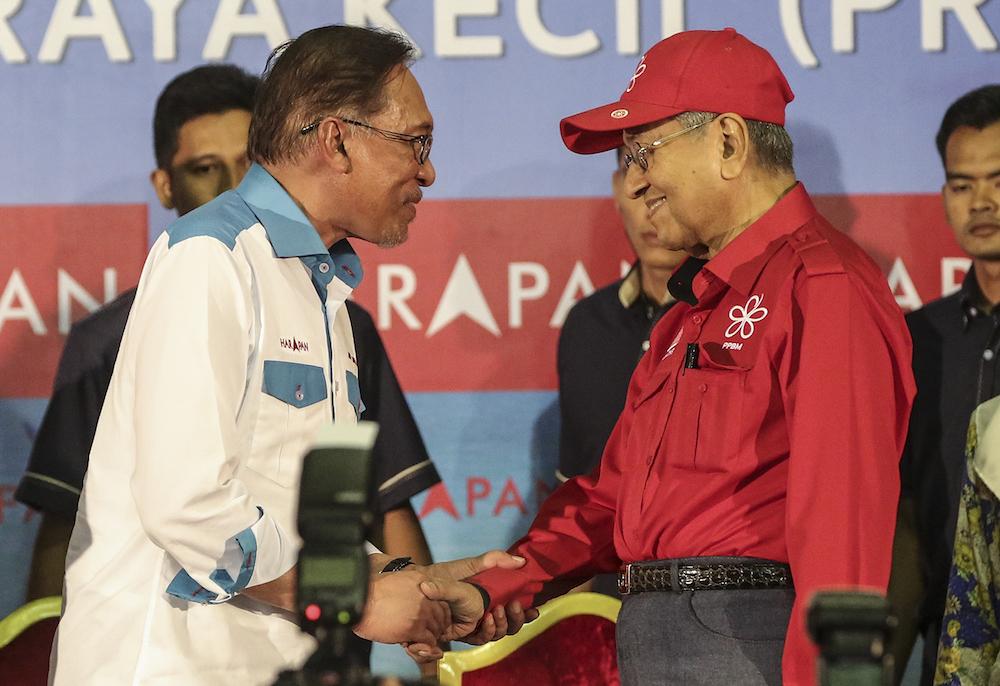 Datuk Seri Anwar Ibrahim and Tun Dr Mahathir Mohamad attend the Ceramah Mega in Port Dickson October 8, 2018. — Picture by Azneal Ishak
