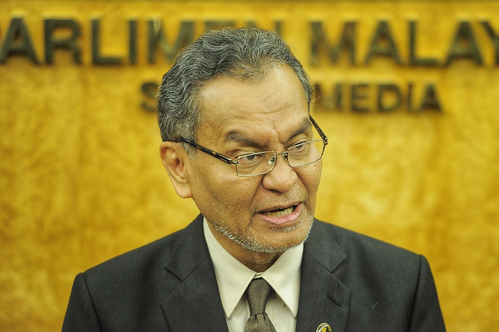 Health Minister Dzulkefly Ahmad said social work punishment such as cleaning toilets, collecting rubbish and cutting grass is being considered for offenders of the smoking ban at public places. — Picture by Shafwan Zaidon