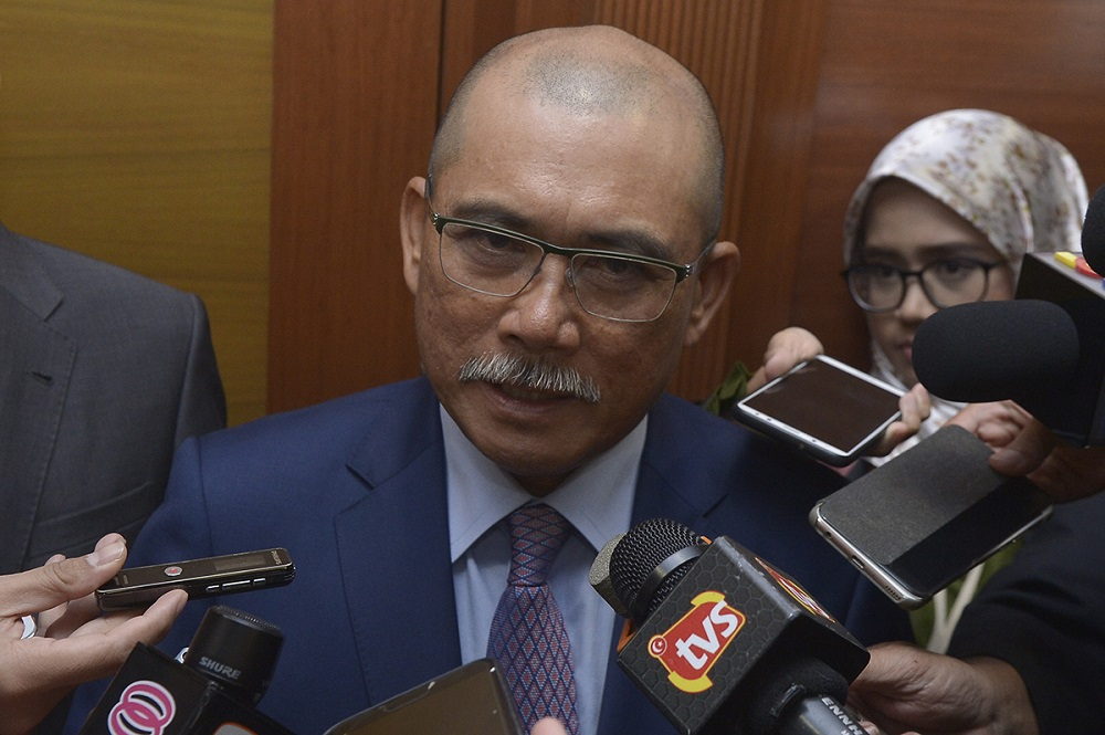 Public Accounts Committee chairman Datuk Seri Ronald Kiandee speaks to reporters after a meeting at Parliament in Kuala Lumpur October 24, 2018. — Picture by Mukhriz Hazim