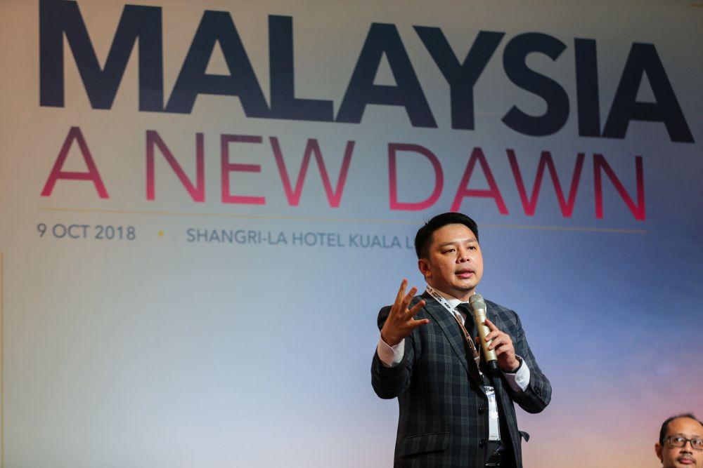 Darell Leiking speaks during the 'Malaysia: A New Dawn' economic forum in Kuala Lumpur October 9, 2018. — Picture by Ahmad Zamzahuri