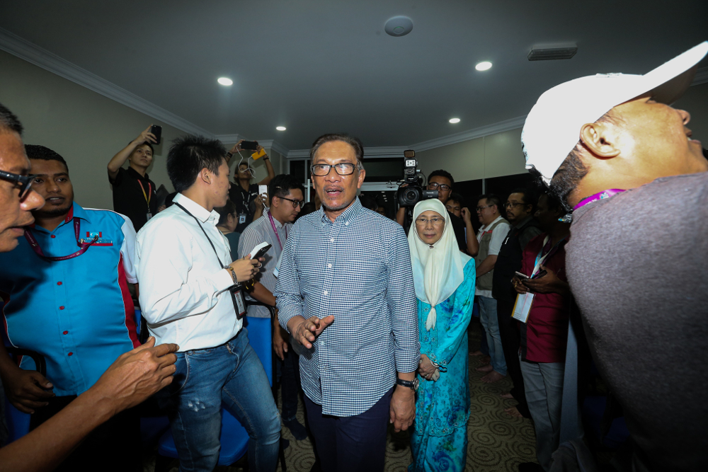 Datuk Seri Anwar Ibrahim and Datuk Seri Dr Wan Azizah Wan Ismail are seen in Port Dickson after the Port Dickson by-election October 13, 2018. — Picture by Ahmad Zamzahuri