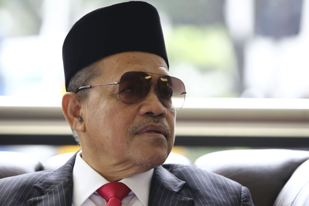 Datuk Seri Shahidan Kassim (BN-Arau) and Pang Hok Liong (PH-Labis) got into a war of words today. ― Picture by Yusof Mat Isa