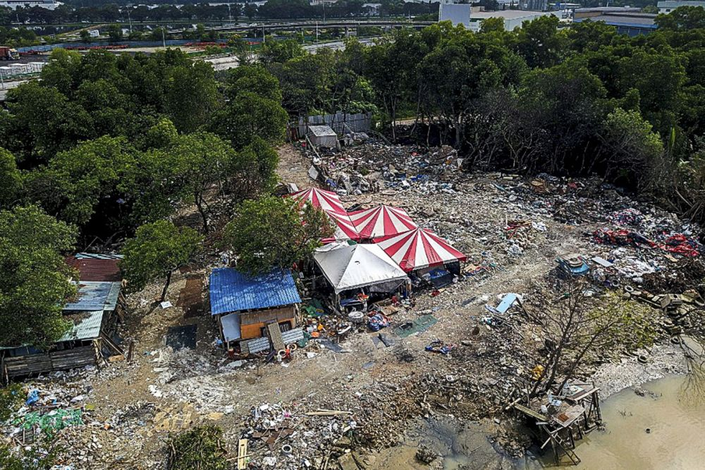 An aerial view of an illegal dumpsite in Seberang Jaya October 16, 2018. ― Picture by Sayuti Zainuddin