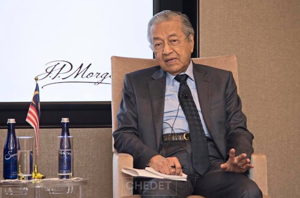 Dr Mahathir speaks during a briefing with fund managers to highlight Malaysia's investments prospect in London. — Picture via Facebook/TunDrMahathir