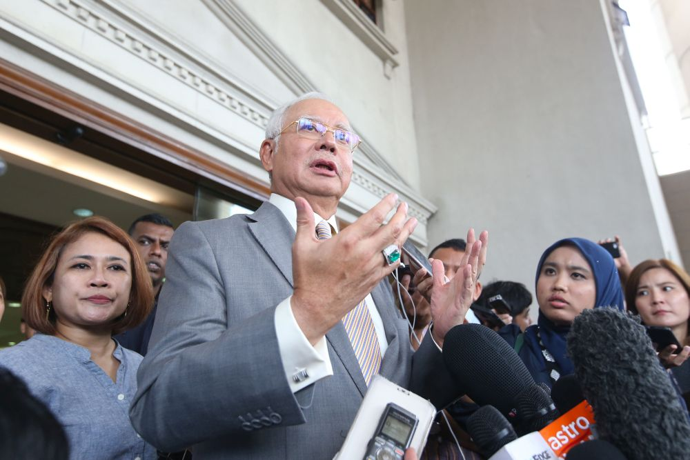 Datuk Seri Najib Razak speaks to reporters outside the Kuala Lumpur High Court October 25, 2018. — Picture by Azinuddin Ghazali