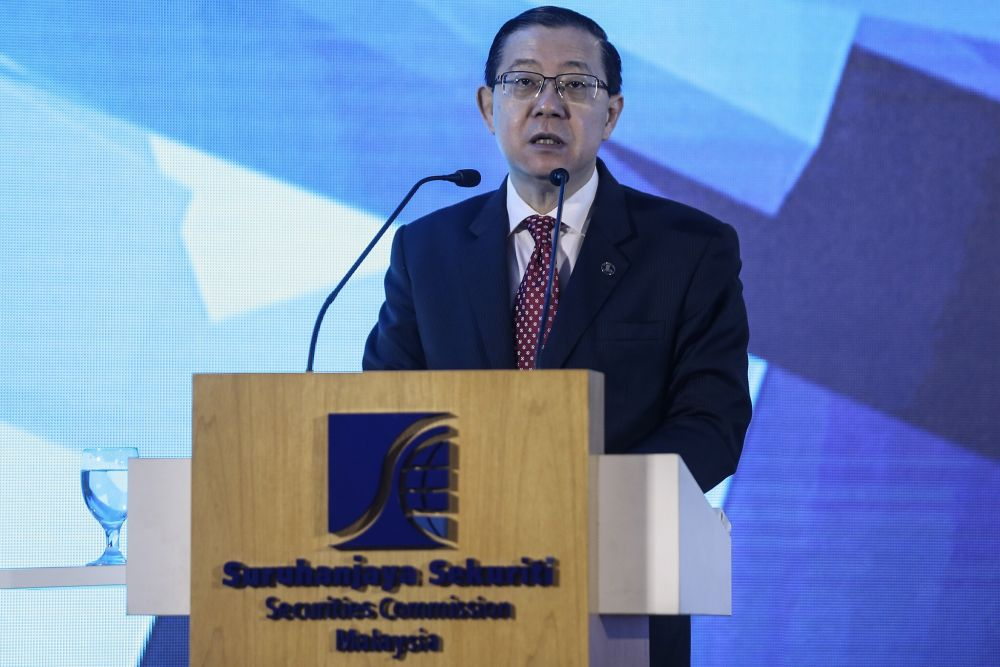 Lim gives a speech at the Securities Commission Malaysia headquarters in Kuala Lumpur October 1, 2018. — Picture by Hari Anggara