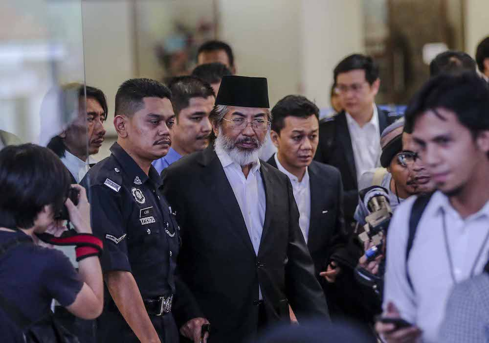Former Sabah chief minister Tan Sri Musa Aman leaves the Kuala Lumpur High Court after his hearing November 5, 2018. — Picture by Firdaus Latif