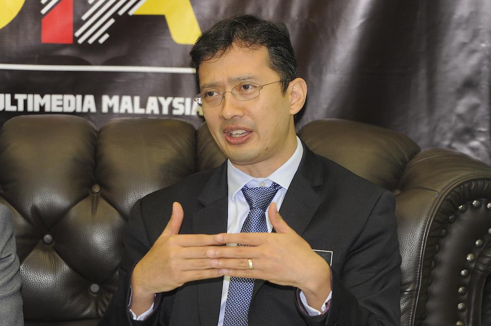 Ministry of finance director of national budget, Johan Mahmood Merican speaks to reporters Putrajaya November 7, 2018. — Picture by Shafwan Zaidon