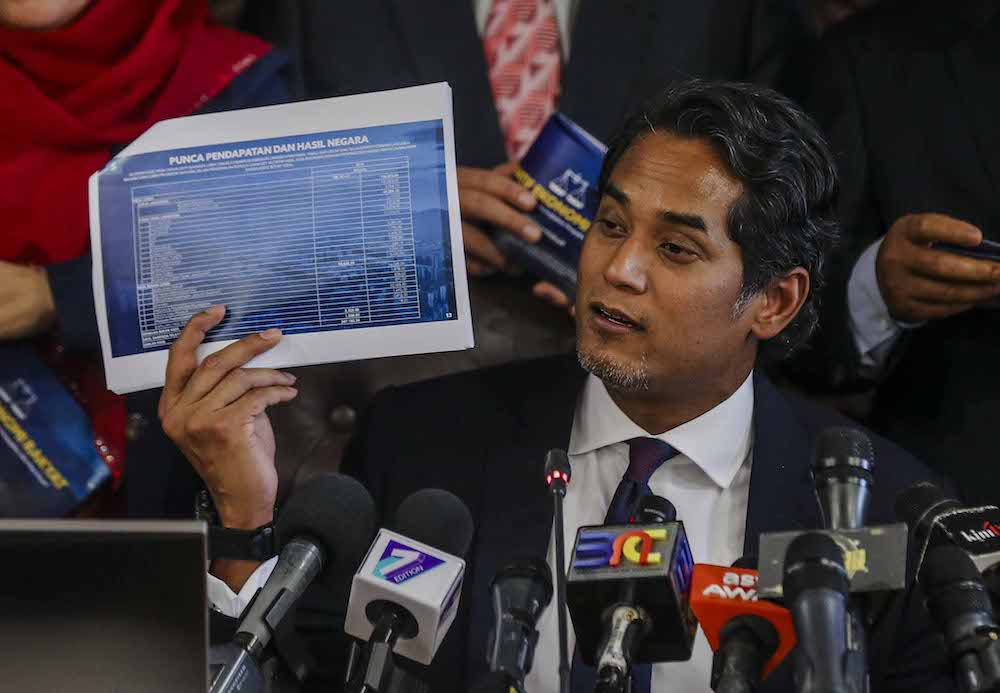Khairy Jamaluddin speaks during a press conference in Parliament, Kuala Lumpur November 1, 2018. — Picture by Firdaus Latif
