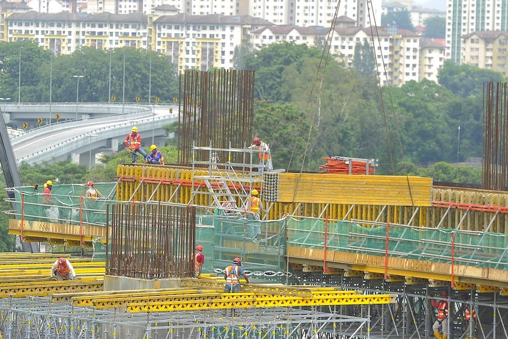 政府建议将城市地区的最低薪金提高至1200令吉。-Shafwan Zaidon摄-