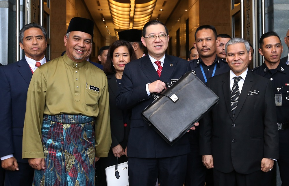 Finance Minister Lim Guan Eng (centre) heads to Parliament for the tabling of Budget 2019, in Putrajaya November 2, 2018. —  Picture by Azinuddin Ghazali