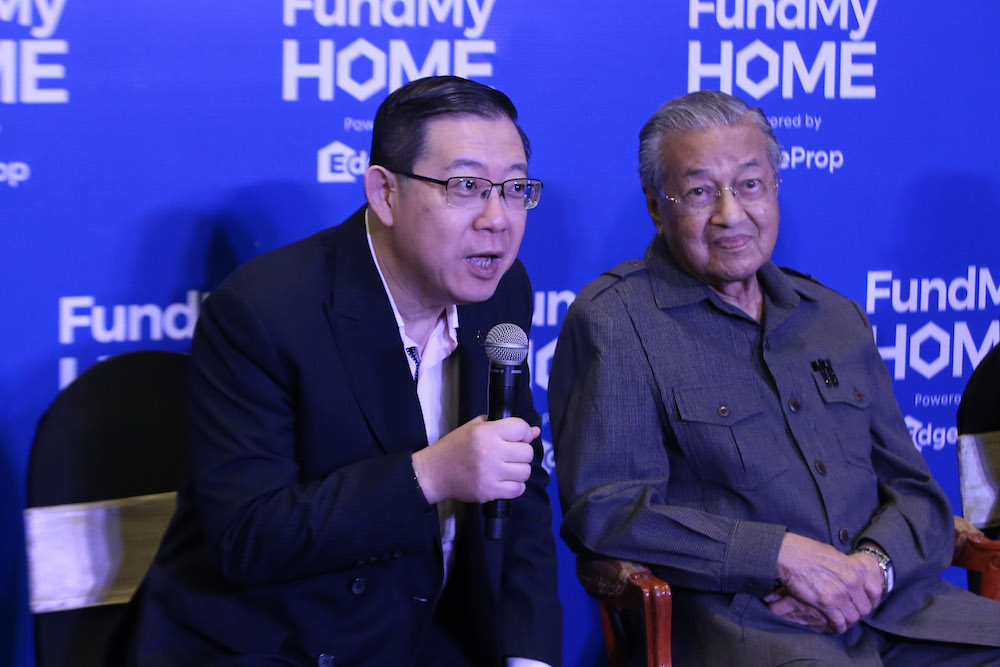 Lim Guan Eng and Tun Dr Mahathir Mohamad attend the launch of the FundMyHome project in Semenyih November 4, 2018. — Picture by Azinuddin Ghazali