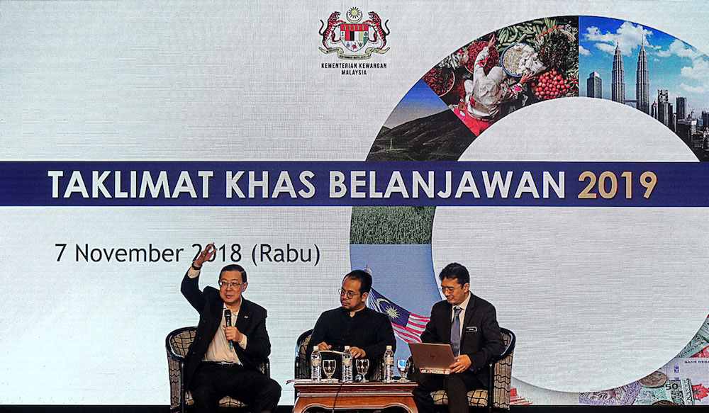 Lim Guan Eng answers questions posed by the audience during the 'Special Briefing on Budget 2019' in George Town November 7, 2018. — Picture by Sayuti Zainudin