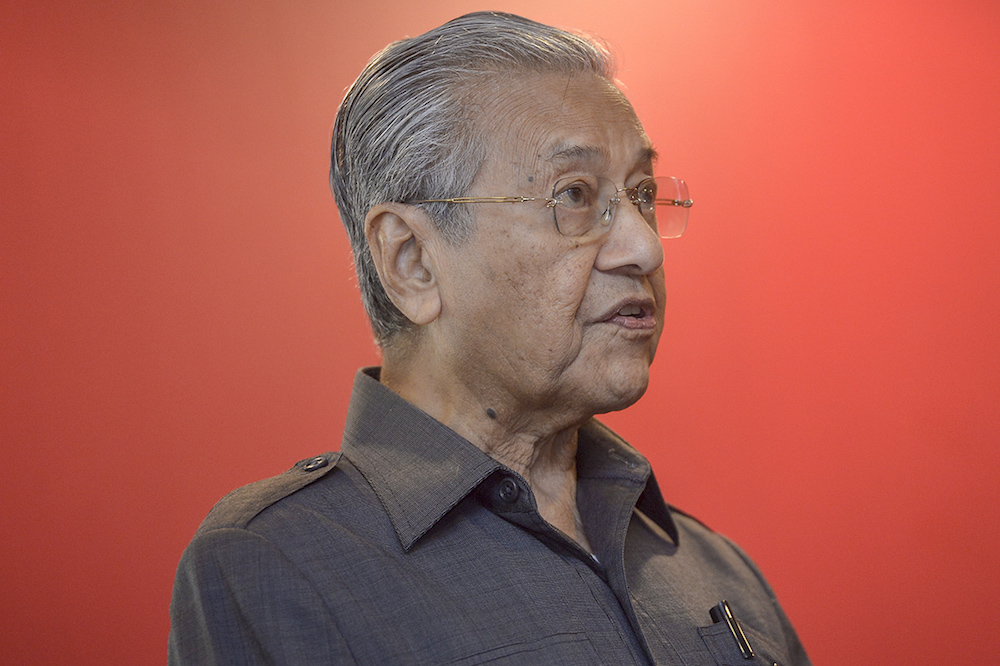 Tun Dr Mahathir Mohamad speaks during the launch of Poh Kong's Gold Note of Hope at the Perdana Leadership Foundation in Putrajaya November 8, 2018. — Picture by Mukhriz Hazim