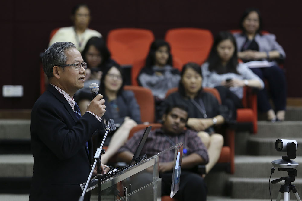 Deputy Health Minister, Dr Lee Boon Chye, speaks during the 'Residency (US) and Housemanship (Malaysia): What Works?' forum in Bukit Jalil November 14, 2018. — Picture by Yusof Mat Isa
