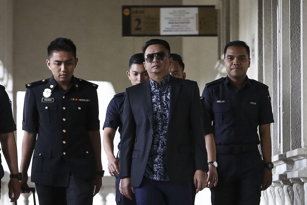 Datuk Rizal Mansor leaves the Kuala Lumpur Court Complex November 15, 2018. — Picture by Yusof Mat Isa