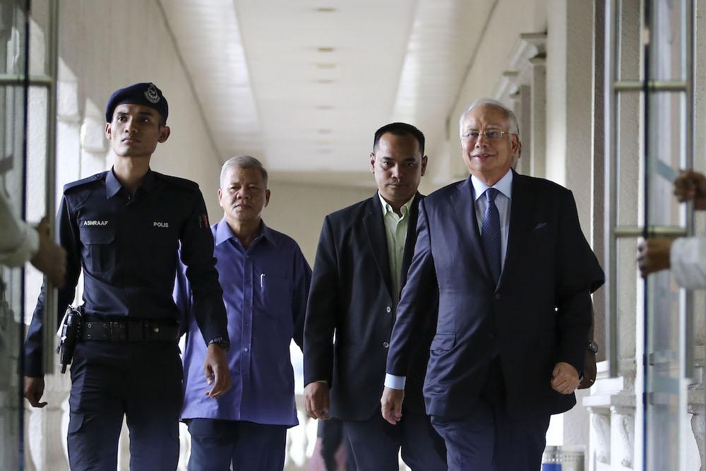 Datuk Seri Najib Razak leaves the Kuala Lumpur Court Complex November 15, 2018. — Picture by Yusof Mat Isa