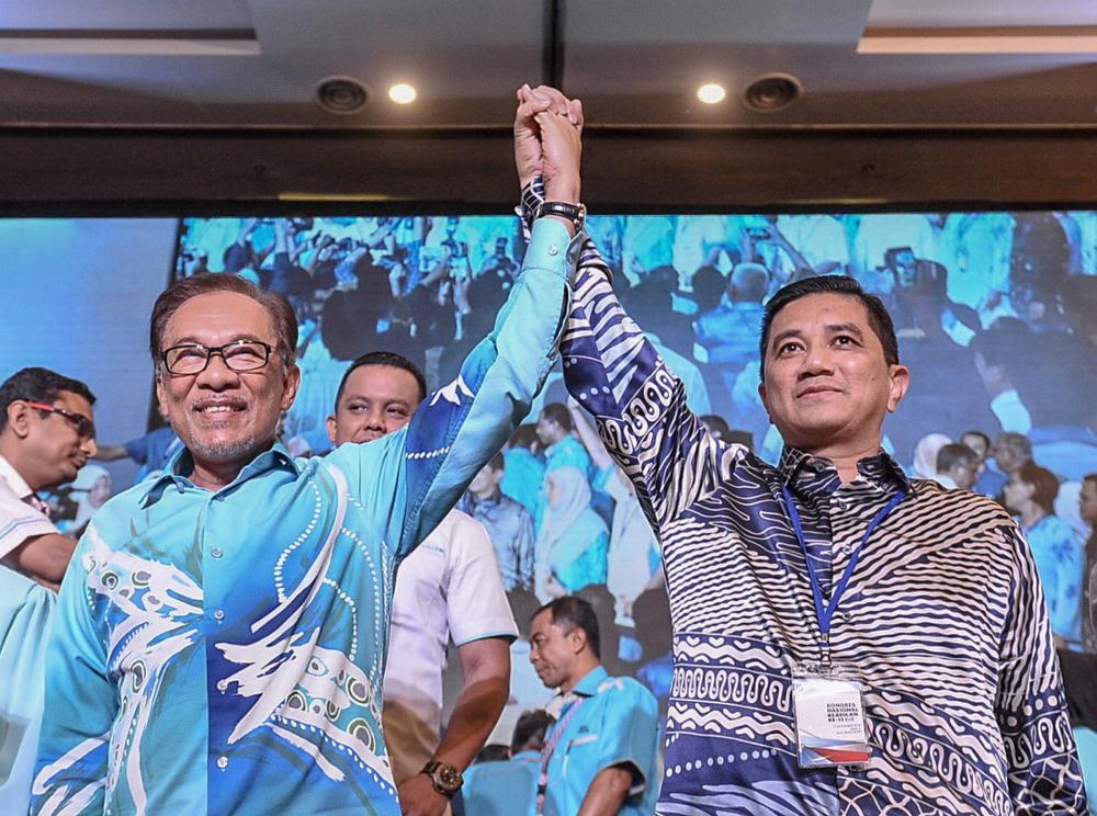 Datuk Seri Anwar Ibrahim and Datuk Seri Azmin Ali during the PKR National Congress 2018 in IDCC Convention Centre, Shah Alam November 18, 2018. — Picture by Hari Anggara
