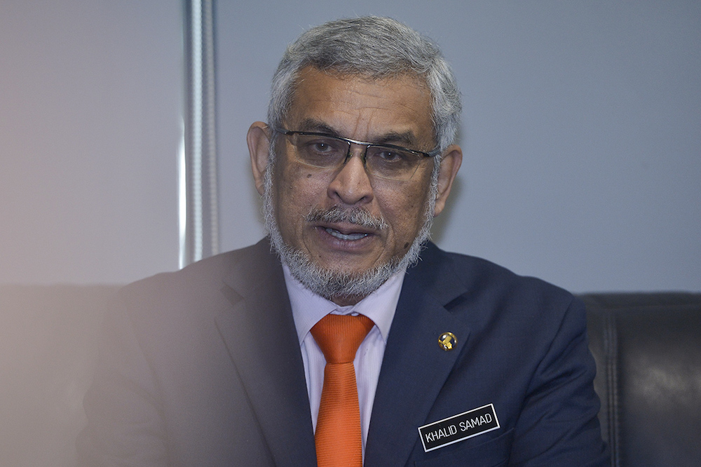 Federal Territories Minister Khalid Samad attends a press conference at Kuala Lumpur City Hall Training Institute (IDB) November 19, 2018. — Picture by Mukhriz Hazim