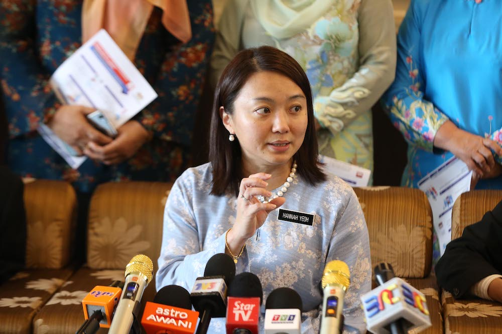 Deputy Women, Family and Community Development Minister Hannah Yeoh said the majority of the homeless were rural youths who migrated to the nation's capital looking for jobs. — Picture by Azinuddin Ghazali