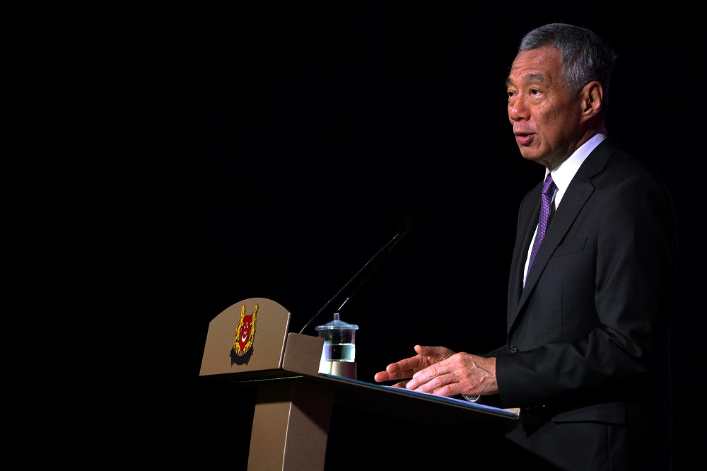 Singapore Prime Minister Lee Hsien Loong today pledged to resolve standing disputes with Malaysia 'calmly and constructively' in a new year celebration message. — Reuters pic