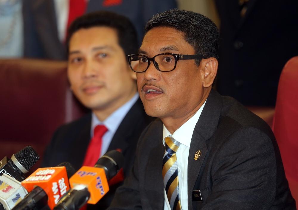 Perak Mentri Besar Datuk Seri Ahmad Faizal Azumu speaking at the signing of MoU between the state government and Ambank Islamic Berhad at the State Secretariat Building, Ipoh November 7, 2018. — Picture by Farhan Najib