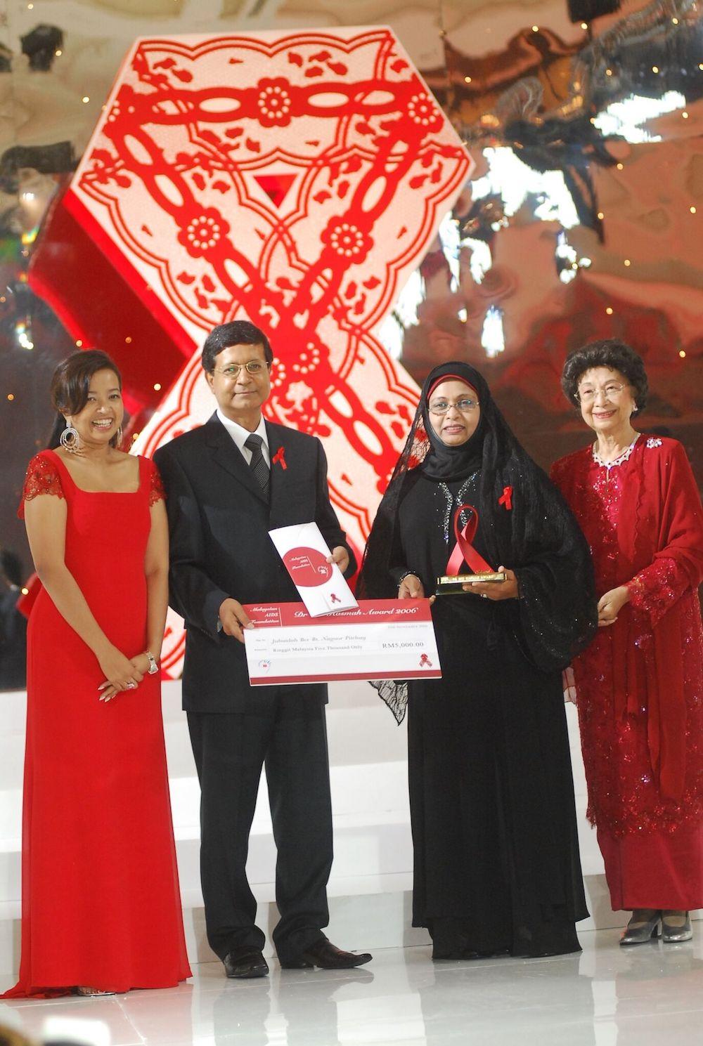(From left) Former MAF chairman Datin Paduka Marina Mahathir, then Chopard Geneva executive director Rolf Knuschel, Jubaidah and Dr Siti Hasmah at the 2006 award presentation dinner. — Picture courtesy of MAF