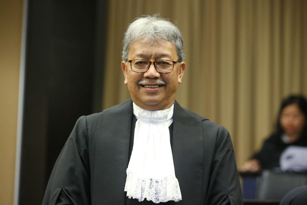 Chief Judge of Sabah and Sarawak Datuk Abang Iskandar Abang Hashim said online hearing of court cases in Sabah and Sarawak will continue as long as the RMCO is in force ― Picture by Azinuddin Ghazali